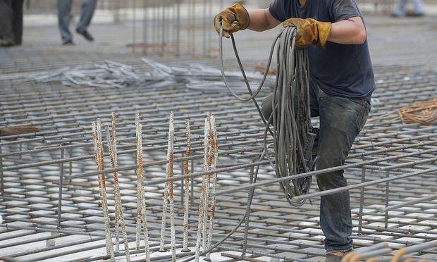 Die Entsendung von Arbeitskräften wird auf zwölf Monate begrenzt.