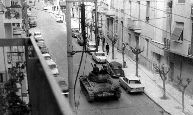 April 1967: Panzer patrouillieren auf den Straßen von Athen.