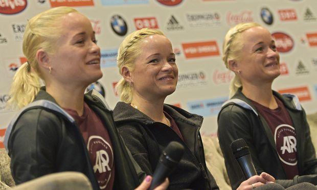 """Lily, Liina und Leila Luikbei der Pressekonferenz """"Damen-Elite"""" am Donnerstag."""