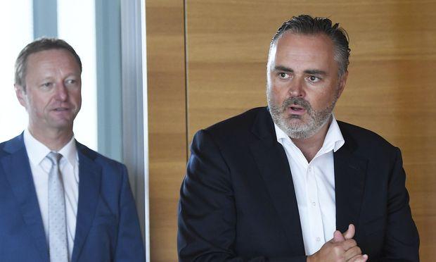 Der burgenländische Landeshauptmann Hans Peter Doskozil (SPÖ, rechts im Bild) und Landeshauptmann-Stellvertreter Johann Tschürtz (FPÖ)
