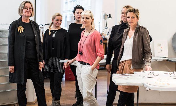 Eva Tesarik, Heike Wanner, Michelle Kraemer, Izabella Petrut, Astrid Siber, Caroline Ertl.