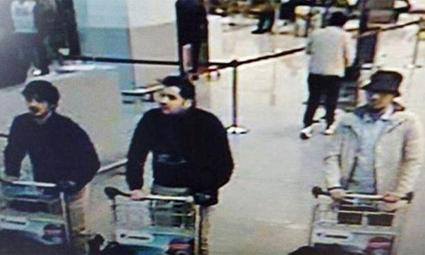 Die drei Verdächtigen am Flughafen in Brüssel.