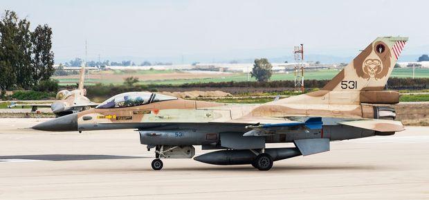 """F-16C """"Barak"""" auf dem Luftwaffenstützpunkt Ramat Ravid nahe Nazareth"""