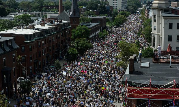 Auch eine Demo für freie Meinungsäußerung fand statt. / Bild:  REUTERS/Stephanie Keith