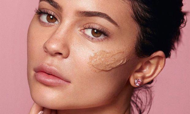 Ein nicht gerade hautfreundliches Peeling soll Kylie Jenner lancieren, die damit ihr Beauty-Imperium weiter ausbaut.