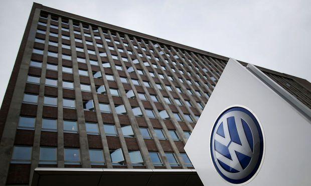 Volkswagen steigert Gewinn kräftig und hebt Umsatzprognose an