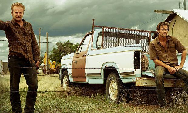 Zwei ungleiche Brüder, dargestellt von Ben Foster und Chris Pine, versuchen die Farm ihrer Familie zu retten.