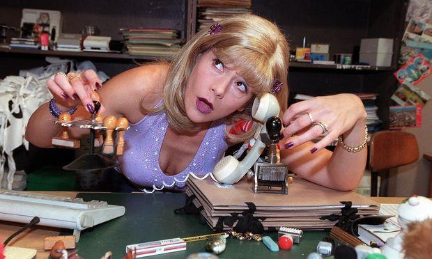 """MA 2412"": Wer hier etwas braucht, muss erst einmal an Frau Knackal (Monica Weinzettl) vorbei."