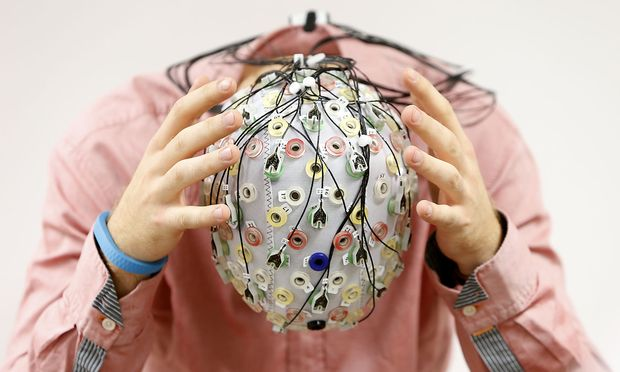 So sind wir Messungen der Gehirnströme gewohnt. Elon Musk verpflanzt die Elektroden direkt ins Gehirn.