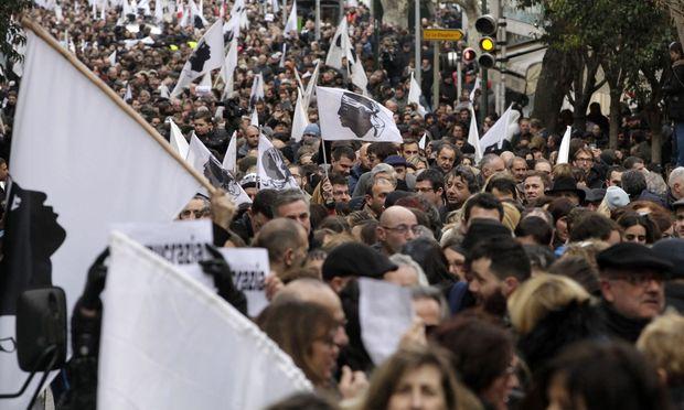 Korsen protestieren für mehr Autonomie von Frankreich