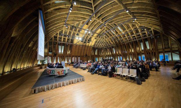 Unter dem Dach des Kuppelsaals der TU wurden verschiedene Ansichten und Strategien zur Frauenförderung in der Informatikausbildung diskutiert.