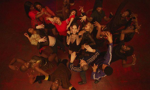 """Ekstatisch: Gaspar Noé hat für seinen Film """"Climax"""" über 20 junge Tanztalente rekrutiert – und ihren Bewegungsenergien freie Bahn gelassen. Ab Freitag im Kino."""