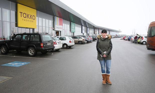 Lukšů lebt mit ihrer kleinen Tochter in Bratislava und arbeitet in einem Modegeschäft in Kittsee im Burgenland. Hier verdiene sie um die Hälfte mehr als in ihrer Heimat, erzählt sie.