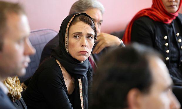 Neuseelands Premierministerin Jacinda Ardern ordnet ein Waffenverbot an.