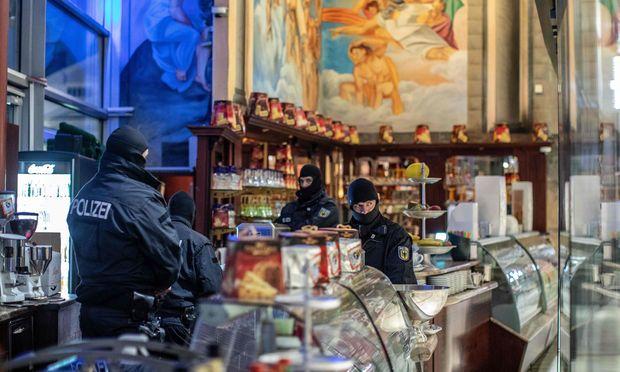 Hier wurde nicht nur italienisches Eis verkauft: Bei der groß angelegten Anti-Mafia-Razzia in Deutschland wurde auch dieser Eissalon in Duisburg geschlossen.