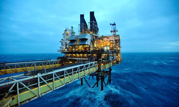Wegen des niedrigen Preises hat die Ölindustrie die Investitionen reduziert.