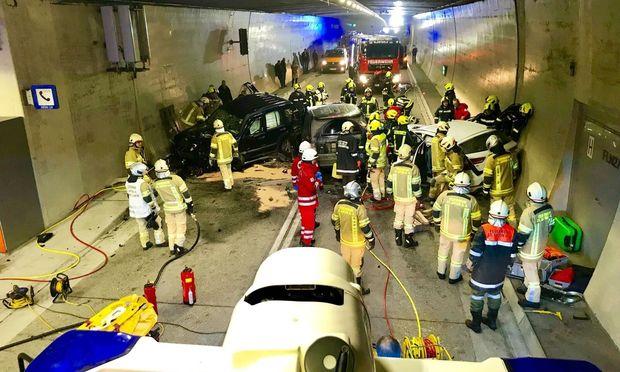 Elf Verletzte bei Unfall in Arlbergtunnel