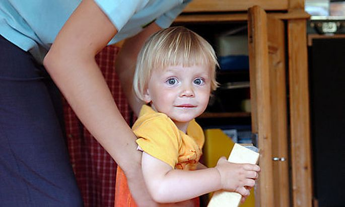 Kinder, Familie, Vater, Mutter, Eltern, Erziehung, Karenz, Arbeit, Beruf, Hausfrau, Hausmann, Generat