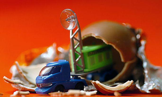 Ueberraschungsei, Auto, Spielzeug, Kinder, Schokolade, Suessigkeiten, Plastik, Kunststoff, Ueberraschung,