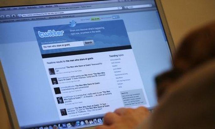 Ein Twitter-Benutzer mit einem Macbook