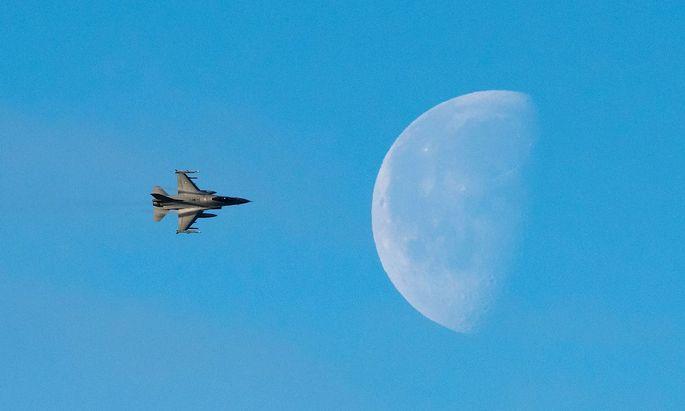 F-16 (diesfall eine norwegische) während des jüngsten Nato-Manövers Trident Juncture in Nordeuropa