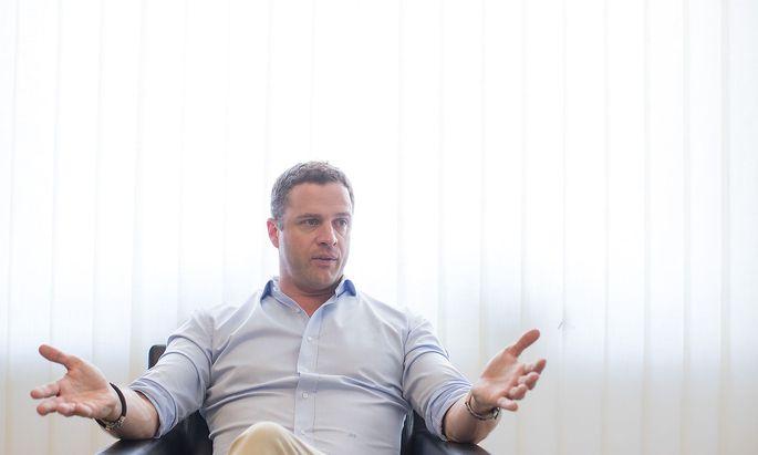 FPÖ-Klubobmann Johann Gudenus beim Interview mit der Austria Presse Agentur.