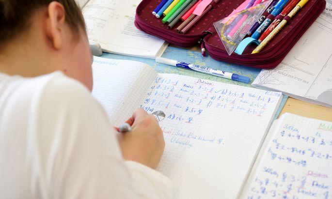 An den Volksschulen werden ab dem zweiten Semester der zweiten Klasse wieder verpflichtend Ziffernnoten eingeführt.