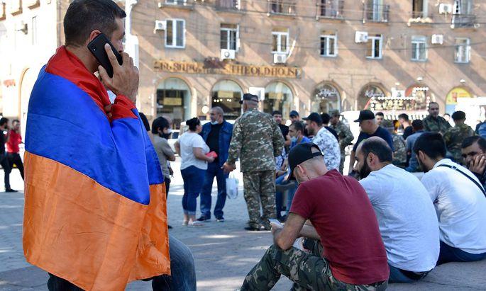 In Jerewan versammeln sich Veteranen und Freiwillige, um die armenische Seite in Berg-Karabach als Soldaten zu verstärken.