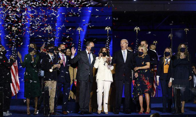 Kamala Harris und Joe Biden feiern ihren Wahlsieg mit ihren Familien in Wilminton, Delaware.