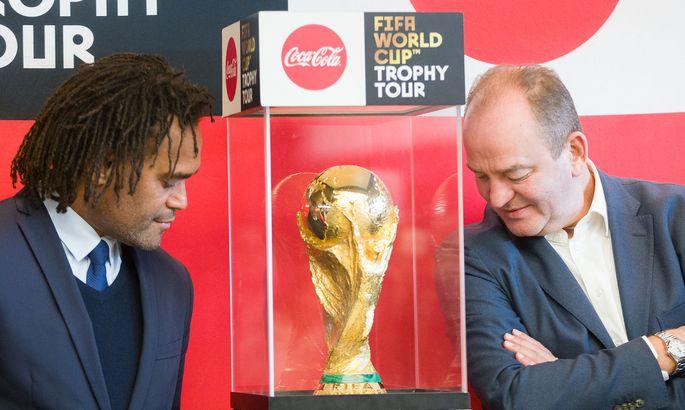 ANKUNFT FIFA-WM-POKAL IN OeSTERREICH: PROHASKA / KAREMBEU