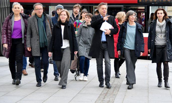 Die Grünen Ulrike Lunacek, Rudolf Anschober, Leonore Gewessler, Sigi Maurer, Werner Kogler, Birgit Hebein und Alma Zadic vor Beginn des erweiterter Bundesvorstands der Grünen.