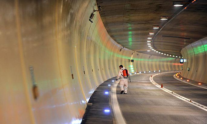 Am 30. April wurde der 6546 Meter lange Tunnel eröffnet.