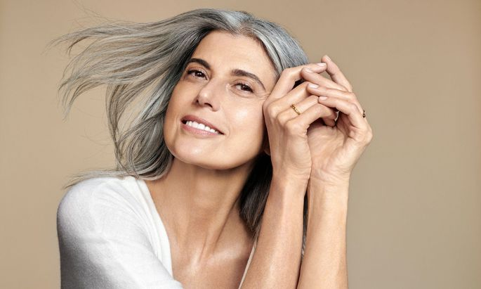"""Im leben stehen. Claudia Maria Feirreira da Costa ist Testimonial der neuen """"Nutri-Lumière""""-Linie von Clarins."""