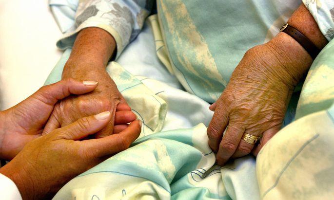 Ein Viertel der Arbeitskräfte in heimischen Pflege-, Alten- und Behindertenheimen kommt aus Südosteuropa.