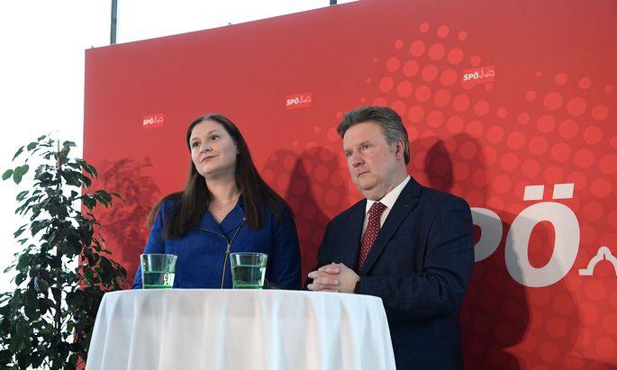Michael Ludwig präsentierte rote Visionen am Freitag mit seiner Parteimanagerin, Barbara Novak.