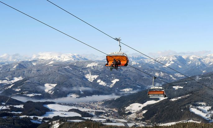 In Österreich ist es grundsätzlich nicht verboten, in eine andere Gemeinde oder ein anderes Bundesland zu fahren. Im Bild ein Sessellift am Stuhleck in der Steiermark.