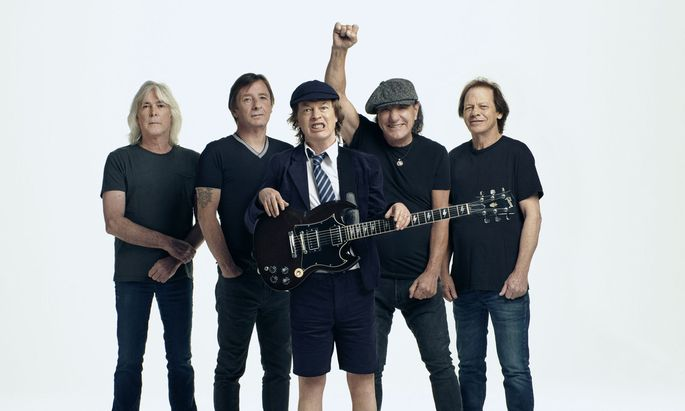Ewige Problempubertät: AC/DC in traditioneller Pose.