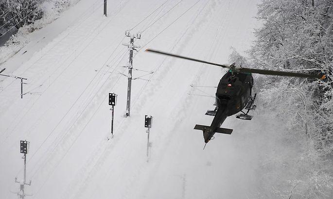 Archivbild: Ein Bundesheer-Hubschrauber im Februar 2014 im Schnee-Einsatz in Kärnten