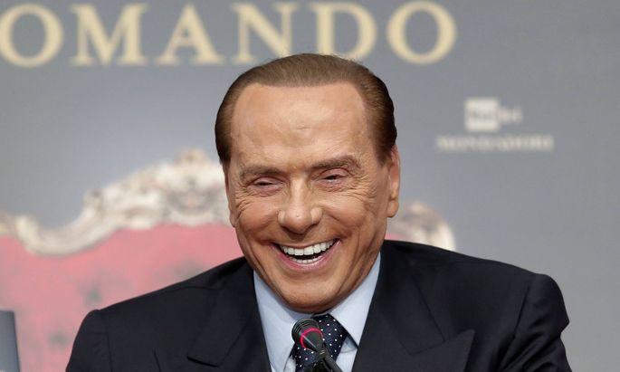 Silvio Berlusconi Roma 13 12 2017 Tempio di Adriano Presentazione del libro Soli al comando Rome