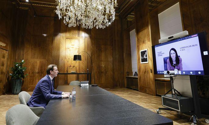 Kurz beim 'Christchurch-Online-Gipfel' zum Kampf gegen Terrovideos im Internet mit der neuseeländischen Premierministerin Jacinda Ardern