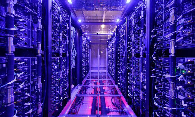 37.920 Prozessorkerne bringen 2,7 Petaflops an Rechenleistung am VCR-4, dem leistungsfähigsten Rechner Österreichs.
