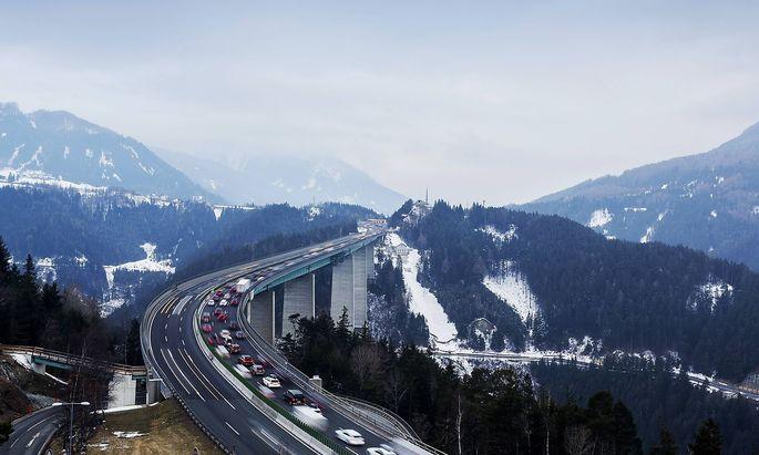 Archivbild: Die Europabrücke, Kernstück der Brenner Autobahn A 13.