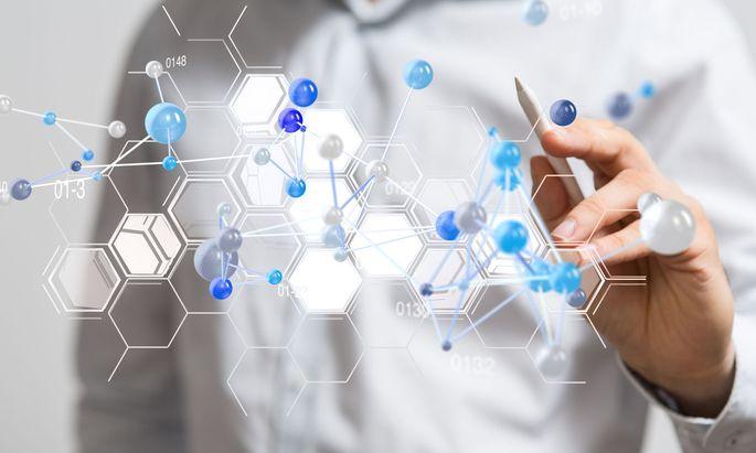 Mit einer Datenbrille könnten angehende Chemielehrer künftig den sicheren Gebrauch von Bunsenbrenner und Co. erproben.