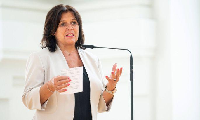 Frauen seien in der Krise noch ein Stückchen mehr aus dem Blickfeld verschwunden, so Renate Anderl bei der Präsentation der Studie.