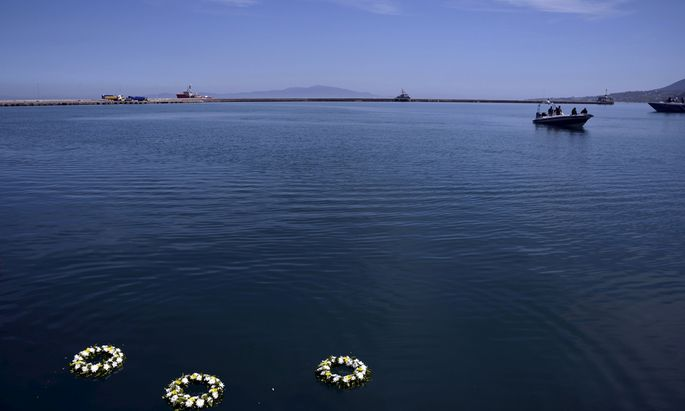 Wreaths of flowers were thrown by Pope Francis, Patriarch Bartholomew and Archbishop Jerome, float in the port of Mytilene in memory of the migrants died at sea trying to reach Europe on the Greek island of Lesbos