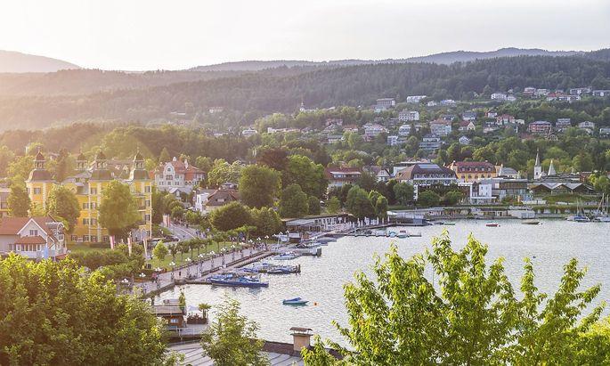 Austria Carinthia Velden at Lake Woerthersee PUBLICATIONxINxGERxSUIxAUTxHUNxONLY JUNF01088