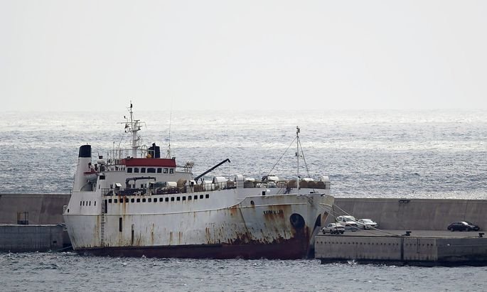 Livestock ship 'Karim Allah' carrying Spanish cattle stranded on ship with suspected bluetongue