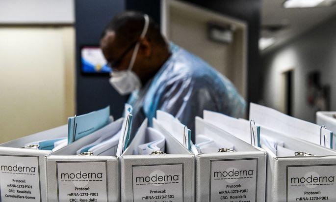 Archivbilder aus einer früheren Phase der Impfstoff-Studie von Moderna im Sommer.