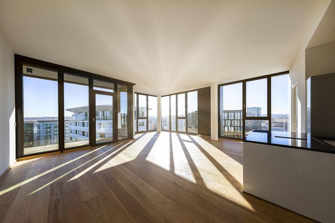 Bel & Main Residences: Blick in eine Wohnung mit Aussicht.