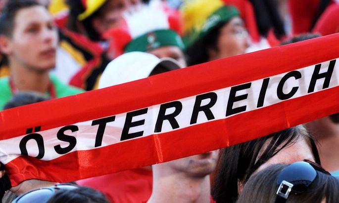 EURO 2008: FANS IN WIENER FANZONE